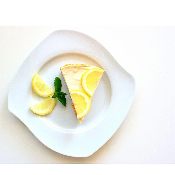 Sernik cytrynowy na zimno 🍋❄ Chłodny i orzeźwiający, w sam raz na gorące dni ☀ Polecam 😃  --> Zapraszam do odwiedzenia mojej strony na fb https://www.facebook.com/eatdrinklook/ --------------> Lemon cheesecake 🍋❄ Cool and refreshing, perfect for hot days ☀ I would recommend 😃  --> Invited to visit my page on fb https://www.facebook.com/eatdrinklook/