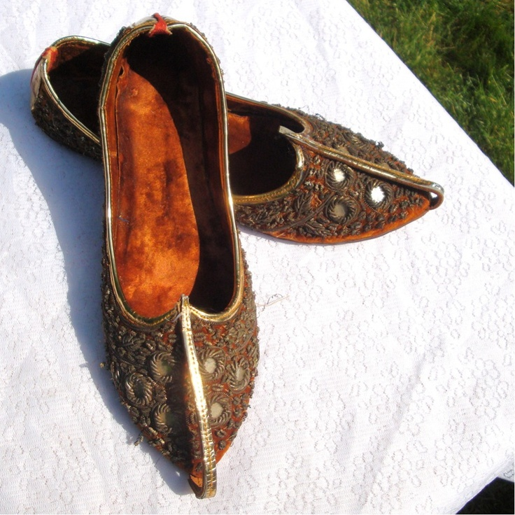 Woodland Fairies, Pixies and Elves meet the Arabian Nights...  SALE.... Vintage Shoes .1970..Curled Front Slippers. $48.00, via Etsy.
