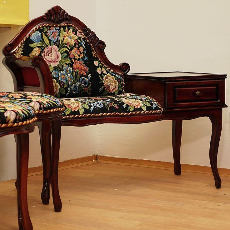 Neobaroková sofa so šuflíkmi, s tromi stoličkami, reštaurovaná. S možnosťou fakturácie. Prepravné náklady  nie sú v cene.