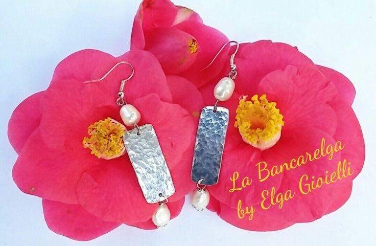 """Orecchini in alluminio con perle di fiume Visita la pagina Facebook """"La Bancarelga by Elga Gioielli"""" Remember to like on my Facebook page """"La Bancarelga by Elga Gioielli"""" https://www.facebook.com/LaBancarelga/  #gioielli #jewels #fattoamanoinitalia #fashion #handmade #madeinitaly #artigianato #madewithlove #madewithlove #fashion #pezziunici #pezziunicirealizzatiamano #earrings #orecchini #perle #perline #pearls #pearl #perledifiume #alluminio #aluminium #nature #natura"""