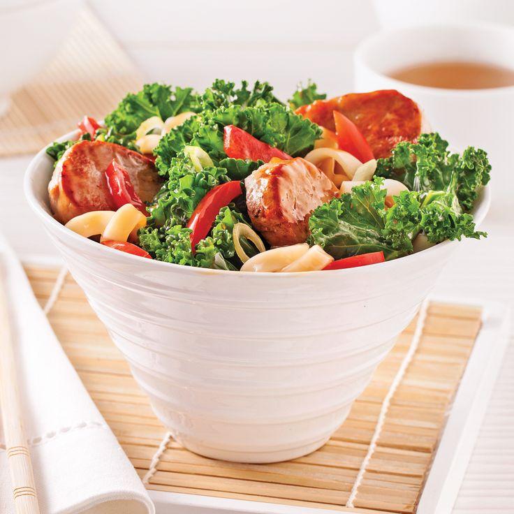 Quelle bonne idée d'intégrer le chou kale à nos sautés préférés! Ce superaliment les rend d'autant plus nourrissants!