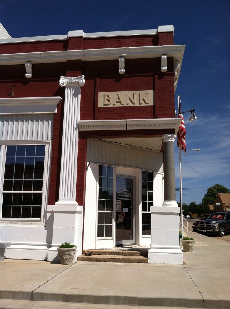 Tipton Town Hall - once Hooties Cafe and way before that the bank