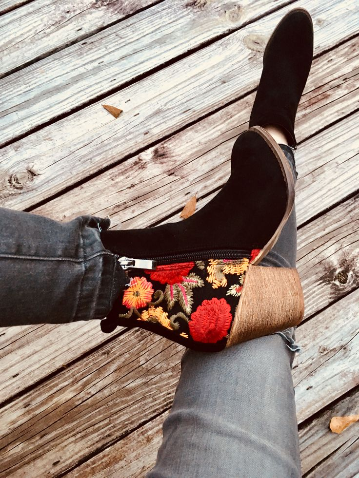 Loving these embroidered boots and distressed jeans from Robbie + Co!