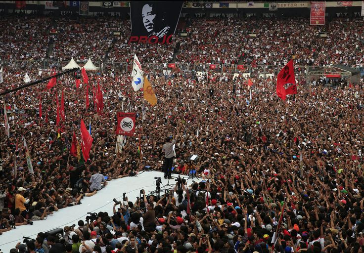 """Indonesian presidential candidate Joko """"Jokowi"""" Widodo gestures as he delivers a speech to his supporters at Gelora Bung Karno stadium in Jakarta July 5, 2014. Over 186 million Indonesians will head to the polls on July 9 to choose the next leader of the world's third largest democracy."""