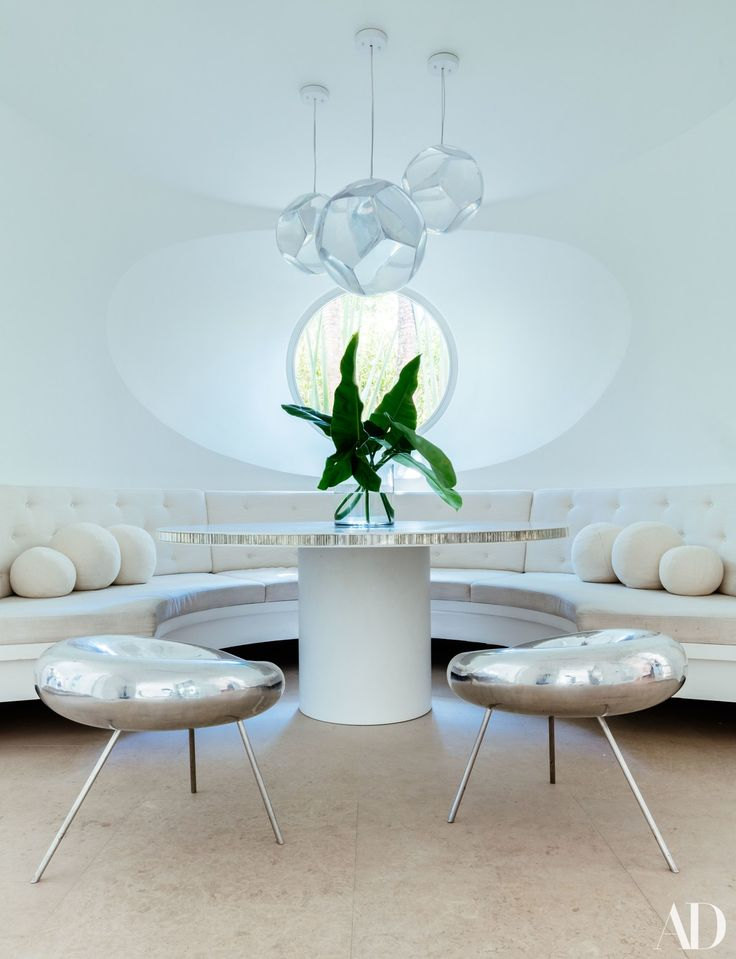 The breakfast room features a custom made curved banquette for Table 00 martin szekely
