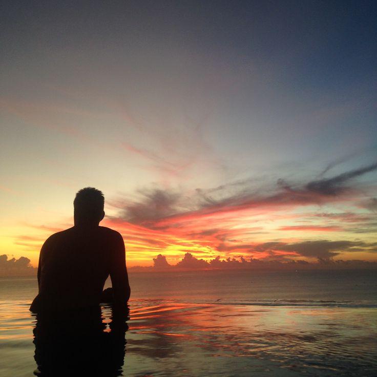 #susnset #infinitypool #clouds #dad #sky #ocean #pool