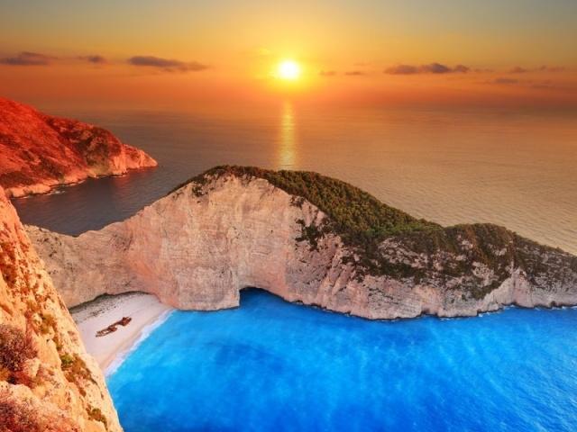 Пляж Navagio Beach (Shipwreck Beach) на острове Закинтос, Греция. Лучший пляж Греции!