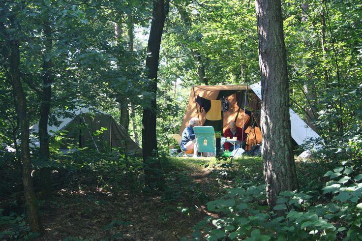 Jutberg Natuurplaatsen  Uniek gelegen kampeerplaatsen aande rand van het bos.Je krijgt bij deze plaatsen het idee midden inhet bos te staan maarje hebt alle comfort direct binnen handbereik.  EUR 138.60  Meer informatie  #vakantie http://vakantienaar.eu - http://facebook.com/vakantienaar.eu - https://start.me/p/VRobeo/vakantie-pagina