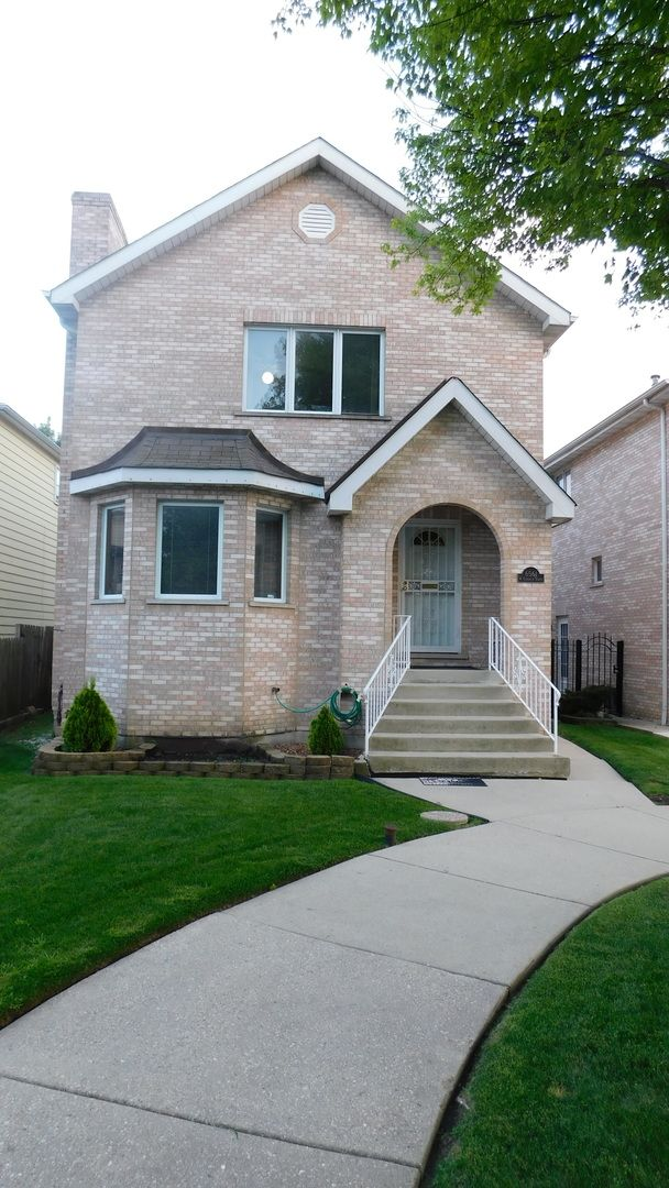 immaculate 2 story home with 3 bedrooms 2 1 2 baths fireplace rh pinterest com