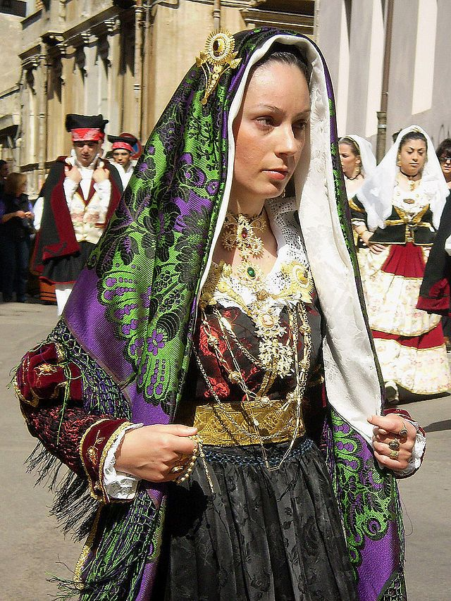 Costumes from Maracalagonis
