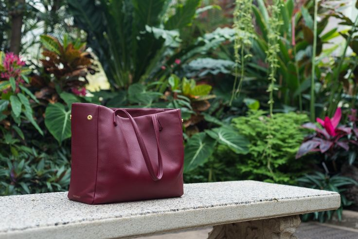 PEDROS BLUFF - Walkabout Tote in Burgundy