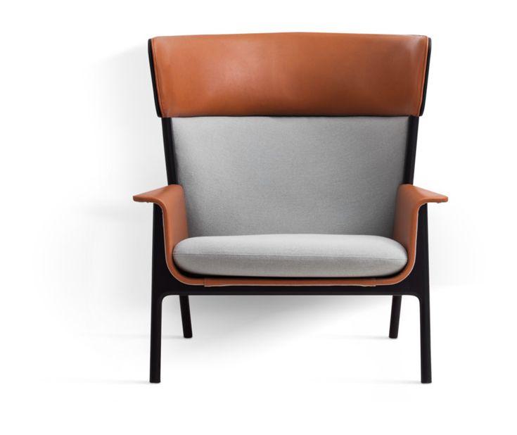 Ire Möbels Eva är en fåtölj av Broberg & Ridderstråle för serien Character Collection. Öronlappsfåtöljen Eva är den perfekta möbeln för dig som verkligen vill kunna koppla av i lugn och ro. Detta eftersom den höga och generöst kurvade ryggen försetts med ett avskärmande huvudstöd som omfamnar användaren men stänger omgivningen ute. Hos oss på Olsson & Gerthel kan du även köpa fåtöljen Agda, som även den ingår i Character Collection.