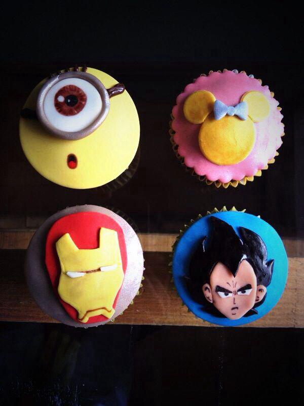 #cupcakes by @eddscakes #eddscakes #fondant #party #candy #dessert #sweet #candy #dulce #postre #children #ironman #hellokitty #mickey #mimiemouse #vegueta #dragonball