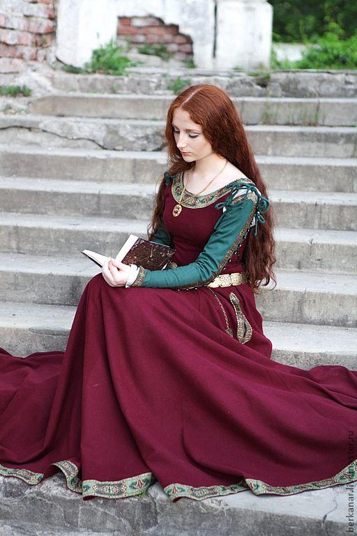 """Купить Средневековое шерстяное платье """"Санса"""" - бордовый, орнамент, средневековое платье, платье сансы"""