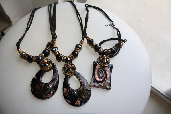 Murano Glass necklace - BLACK - stunning ladies murano glass design
