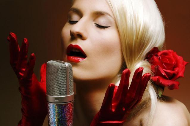 Top 10 Lesbian Love Songs: Joan Armatrading: The Weakness in Me