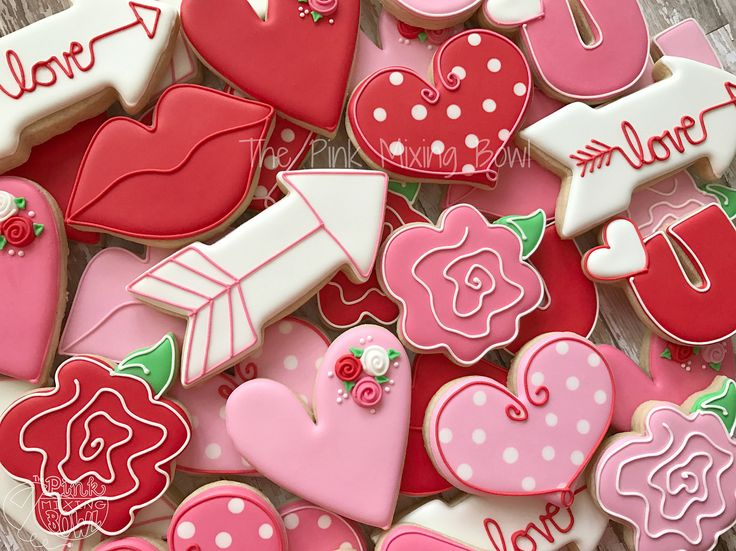 """109 Likes, 6 Comments - Amanda Williams (@thepinkmixingbowl) on Instagram: """"#tbt A look back at some of my favorite Valentine cookies that I offered in 2017 and 2015! I…"""""""