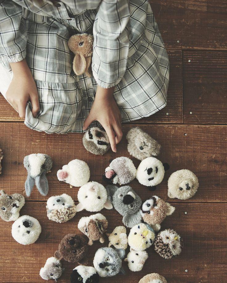 Children/'s Beginners Crochet Kit Wooden Buttons Pom Pom Maker Craft Bundle