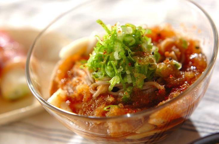 大根おろしと麺つゆを合わせたみぞれダレがサッパリとしていて、いくらでも食べられそう!ひとくちみぞれそば[和食/麺料理(そば、うどん等)]2010.08.30公開のレシピです。