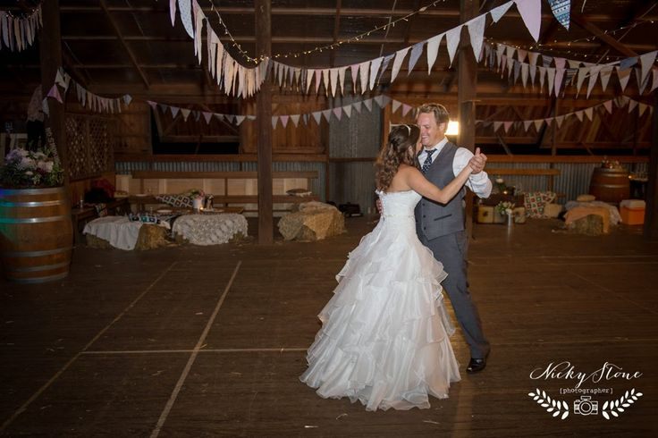 Nicky Stone : Wedding + Lifestyle Photography: Amanda and Robbie's prettiest of country weddings ..... Somerset Dam wedding photographer