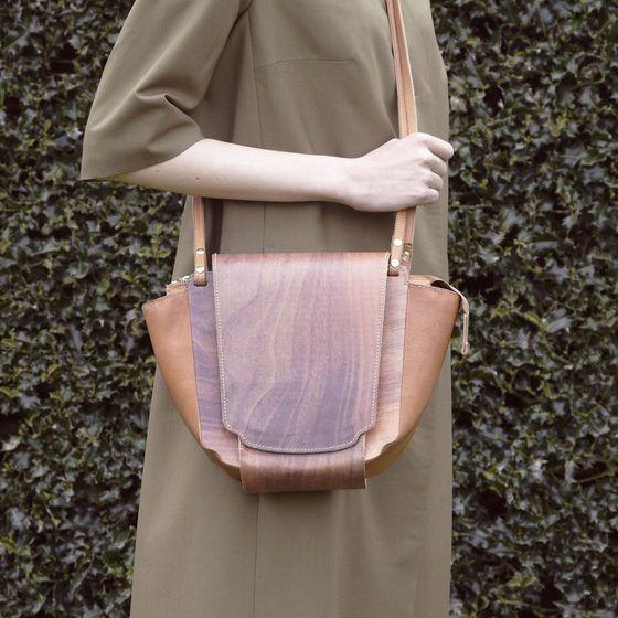 原创手工话题:探讨一下,木纹皮革是怎么染...