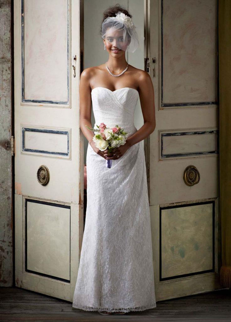 Vestido de noiva David´s Bridal usado uma única vez. Em renda na cor Ivory (off white). Marca: David's Bridal Tamanho: 36/38 Incluso: véu longo, corpete, saia de armar e sandália tamanho 36 Cidade: Recife/PE  #vestidodenoiva #vestidodenoivausado #DavidsBridal #Ivory #OffWhite #BrechoNoivinhasdeLuxo #NoivinhasdeLuxo
