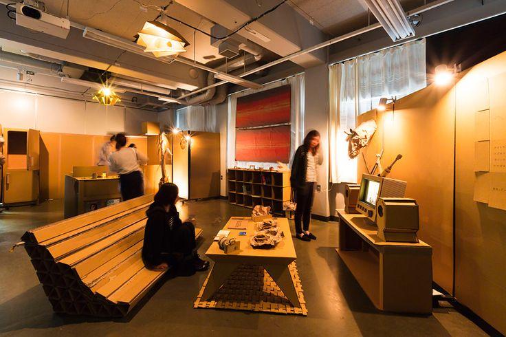 デザイン棟にて 段ボールによるインテリアデザインの展示