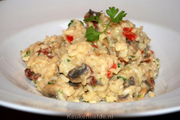 Deze ovenrisotto met chorizo, paprika en champignons is supermakkelijk om te maken en smaakt waanzinnig lekker!