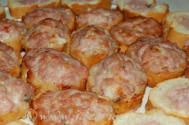 Ricetta Crostini salsiccia e stracchino