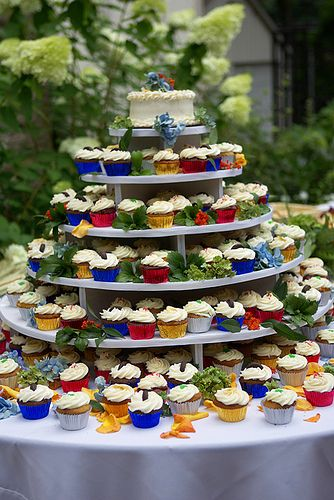 This is why I don't have a bakery: I love cupcakes, but I don't love them enough to make eleventy billion of them.