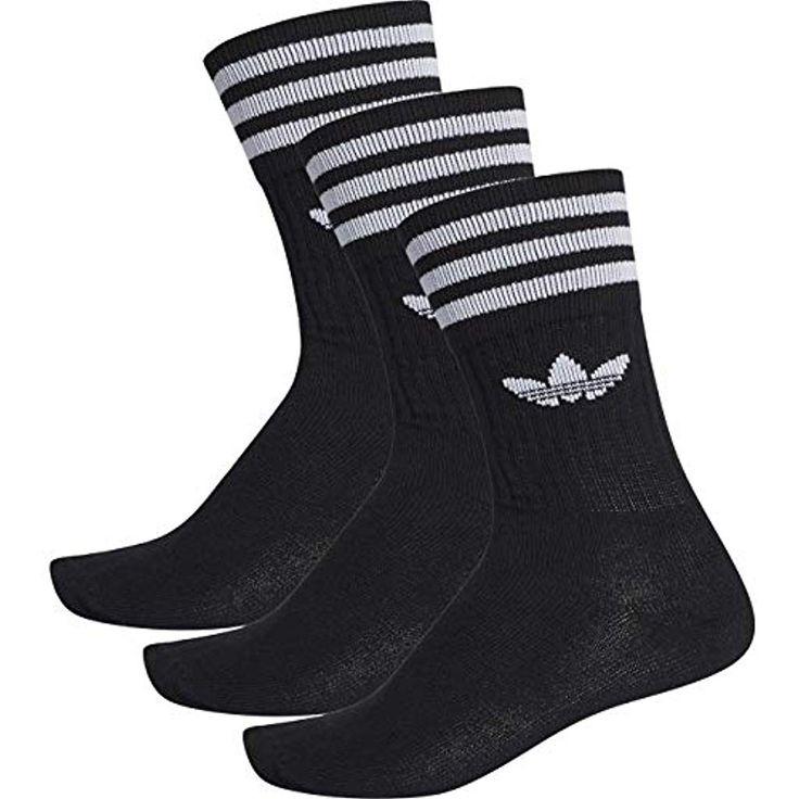 Winteroutift mit schwarzem Hoodie, Parka und Adidas Schuhen