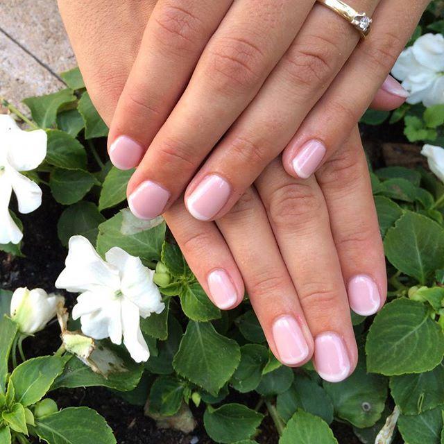Nagels voor de bruid!  #nails #nailfie #nailies #weddingnails #wedding #nailinspo #nailswag #naillife #nailstagram #nailstoinspire #gellac #french #manicure #natural