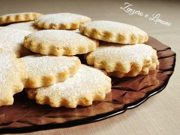 Biscotti+mandorle+e+latte+condensato