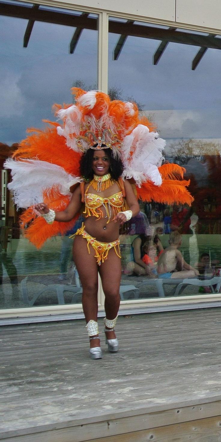 ook Caribische danseressen