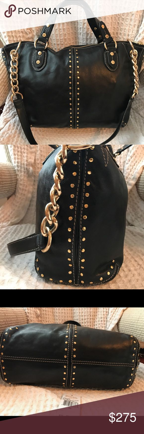 Michael Kors Purse Michael kors black bag 13 inches on bottom 18 inches across bag 10 inches from middle of bag to bottom. Like new inside Michael Kors Bags