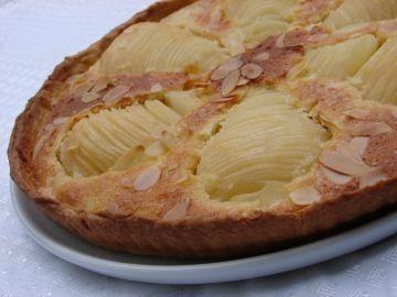Après avoir essayé beaucoup de tartes aux poires, voici celle que j'ai définitivement adoptée : une délicieuse tarte amandine aux poires que je dois à Loli