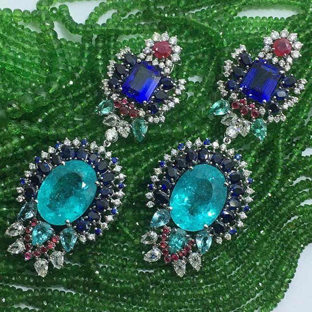 Brinco deslumbrante da nova coleção de Alta Joalheria! #earring #highjewelry #hautejoaillerie #gold #valentinajoias #valentinajoiasbh #diamonds #love #jewelry #shine #joias #love #pedraspreciosas #preciousstones #couture #newcollection #novacolecao #news #tanzanites #paraibatourmaline #tourmalineparaiba