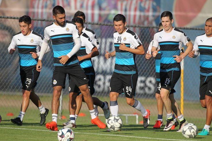 CHIVAS TRABAJA YA PENSANDO EN PUEBLA Guadalajara regresó este lunes a los trabajos sin los seleccionados que se encuentran en EU para enfrentar a Panamá.