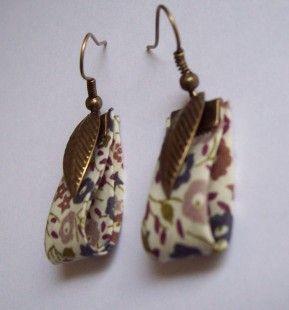 """Boucles d'oreille """"Tissu Liberty"""" n°6 - breloque plume laiton  : Boucles d'oreille par marinelita"""