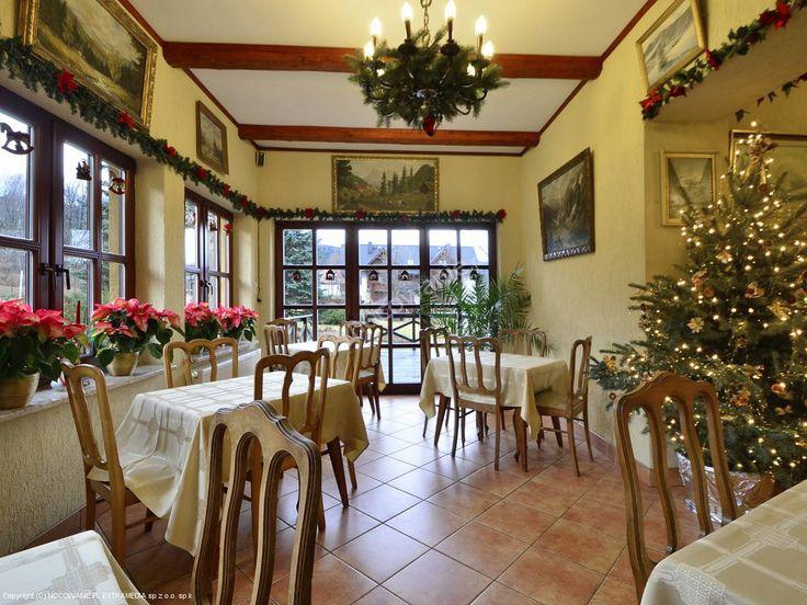Polana to pensjonat położony w Karpaczu z widokiem na Śnieżkę. Właściciele udostępniają m.in.: gratisową wypożyczalnię sprzętu narciarskiego, korty tenisowe, plac zabaw dla dzieci. Więcej informacji na: http://www.nocowanie.pl/noclegi/karpacz/pensjonaty/28507/ #nocowaniepl #accommodation #mountains #holiday #vacation #Poland