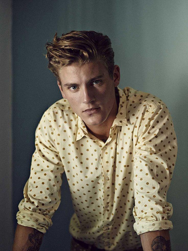 Stippen zijn hip en met geel knal je al helemaal! Mannen overhemden van Scotch and Soda vind je op Miinto.nl.