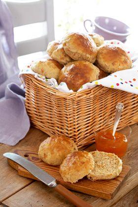 Der er masser af gode sager i bollerne, der er dejlige med ost eller marmelade. Bollerne er frysegnede, hvis der da skulle blive nogle tilbage