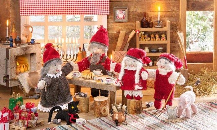 Nu är det dags att sätta igång med julens absolut roligaste pyssel! Sticka vår charmiga tomtefamilj och njut sen av härligt julpynt år efter år. Dockorna har fina, avtagbara kläder med vackra