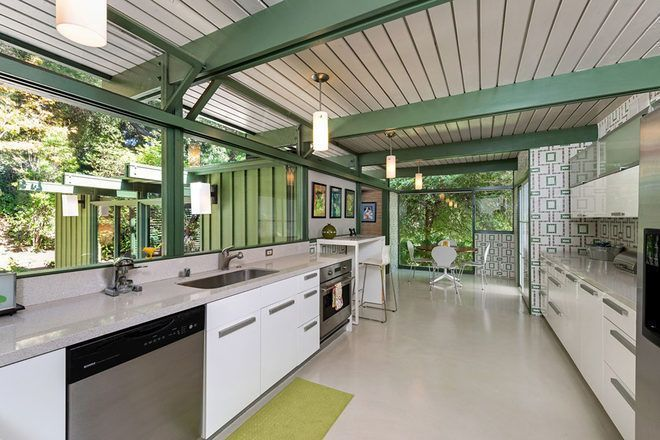 20 Charming Midcentury Kitchens, Ranked from Virtually Untouched to Fully…