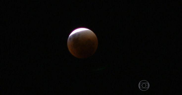 Eclipse total da Superlua é visto das Américas ao Oriente Médio
