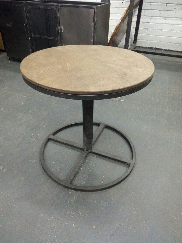 Мебель для баров, ресторанов и кафе. Столы в стиле лофт от производителя в Москве. Купить и заказать стол в стиле лофт в Москве недорого.