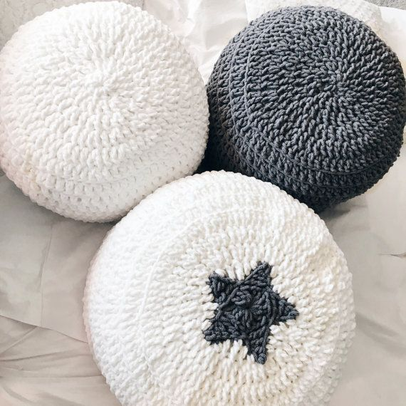 Mano gris blanco verde ganchillo almohada otomano PUF por andieshop