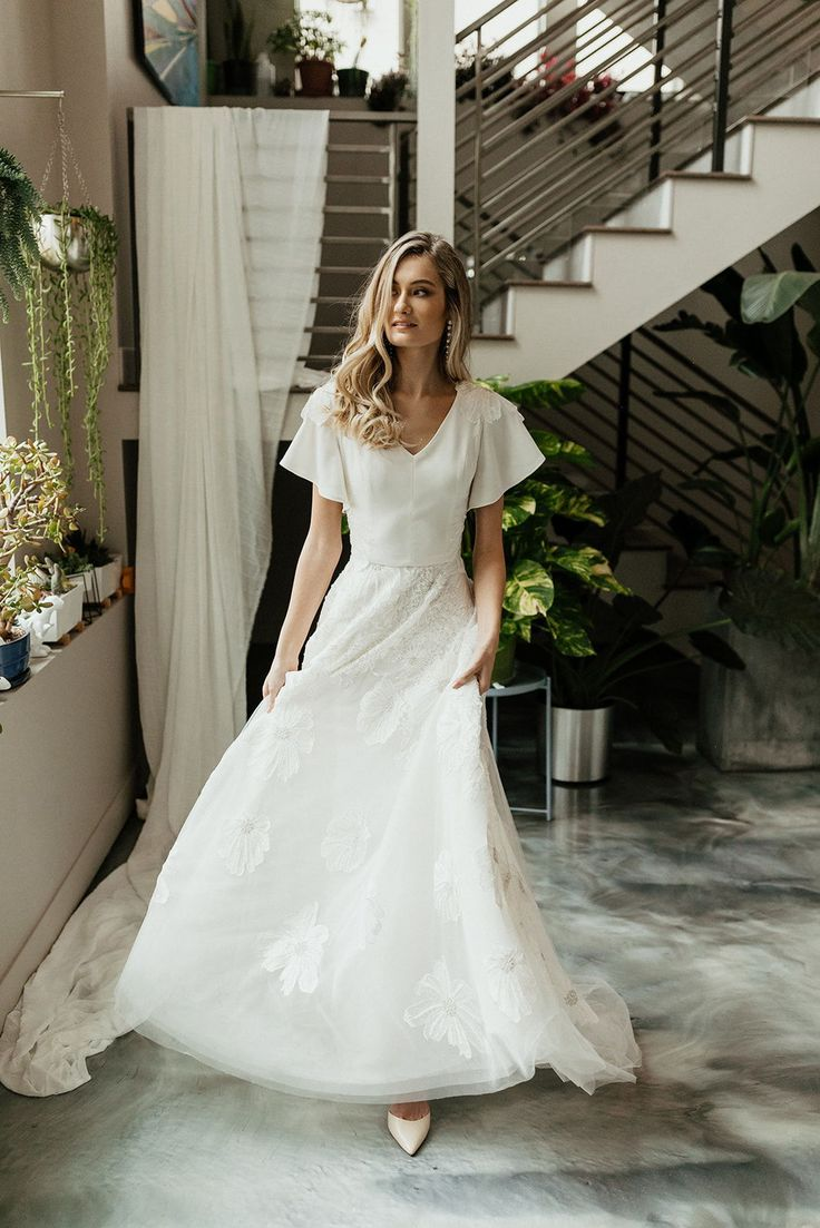 Modest Wedding Dress That S Flowy Modest Wedding Dresses Modest Wedding Dresses Lds Wedding Dresses [ 1103 x 736 Pixel ]