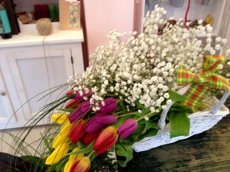Tulips basket by Atelier Floristic Aleksandra