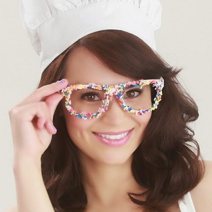 Tamera - This is Rosanna Pansino. She is a chef and does a video cooking show on youtube called Nerdy Nummies. I found her channel from an ad in a magazine. Youtube is now advertising more of its famous youtubers. With this positive media, she will have more viewer and become more famous.